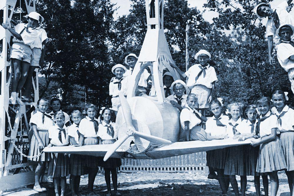 Дети исполняют песню «Орлята учатся летать».