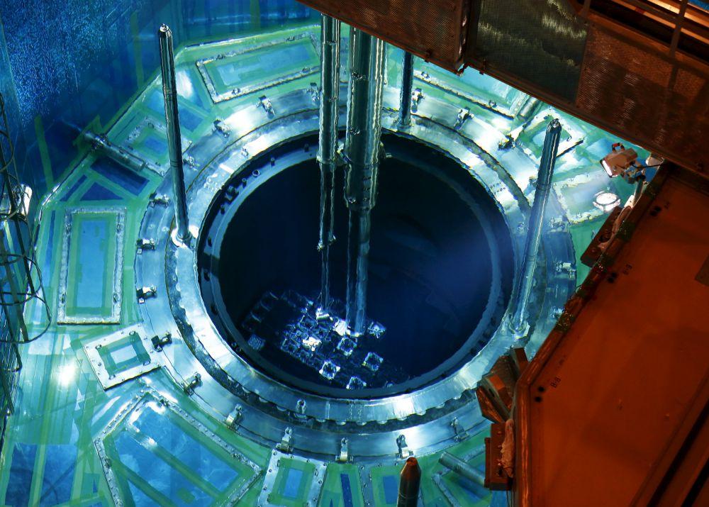 Япония, 8 июля. Загрузка топлива в реактор на АЭС «Сендай».
