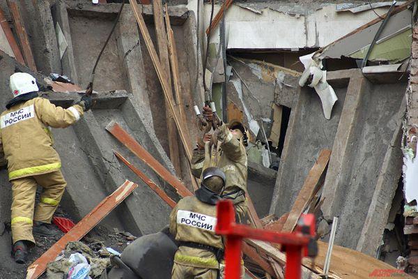 По одной из версий, дом мог обвалиться из-за ремонта в магазине на первом этаже.