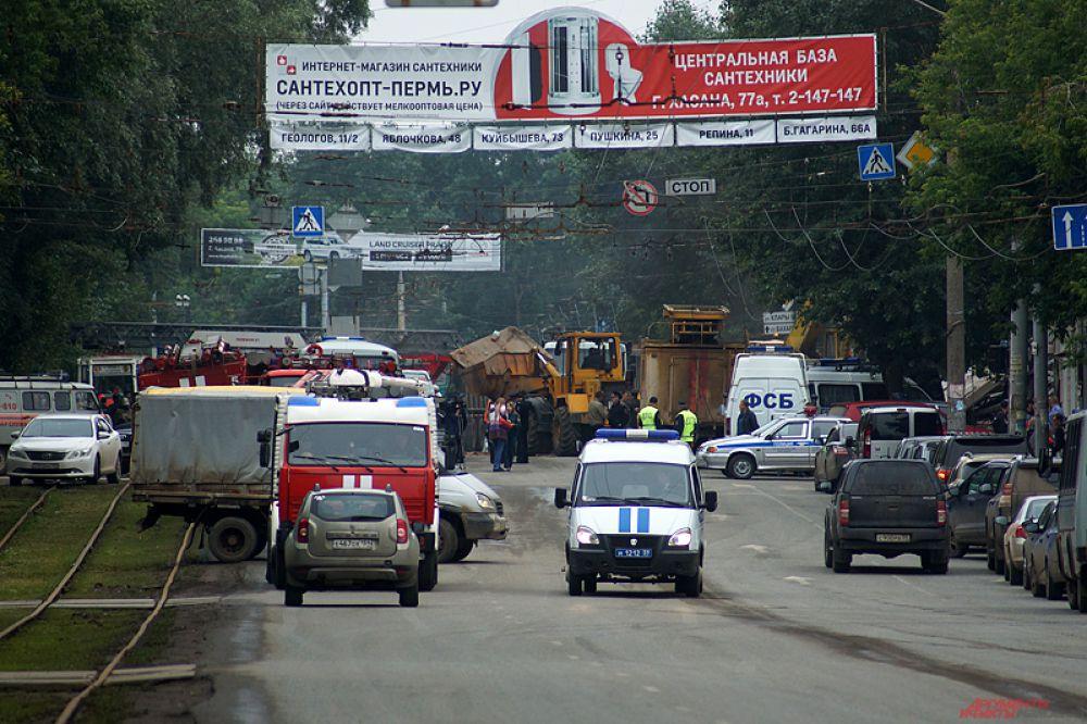 Из-за инцидента перекрыто движение транспорта по улице Куйбышева в указанном месте. Водителям необходимо выбирать пути объезда.
