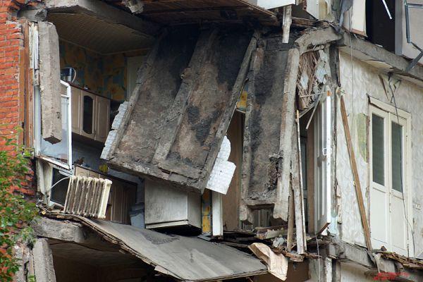 Уточняется информация, что одна из жительниц может находиться под обломками.