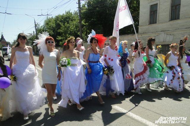 Автобус с невестами курсировал по городскому маршруту в Новосибирске