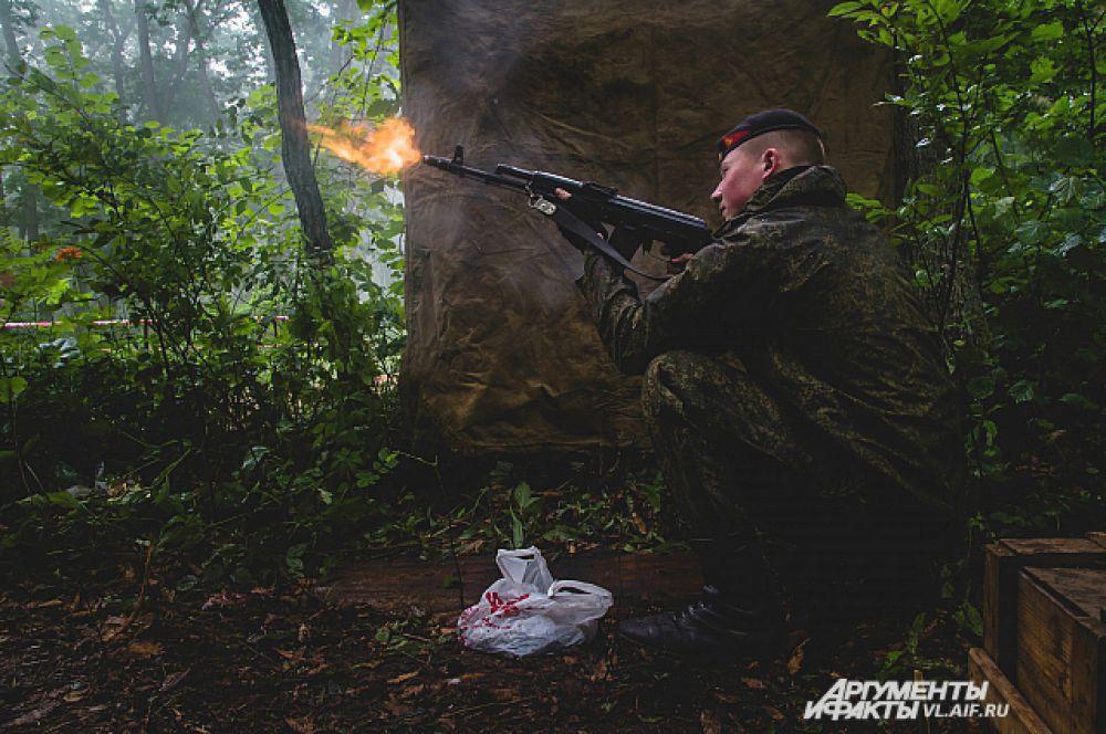 На огненной полосе стрельбу так же вели морские пехотинцы.