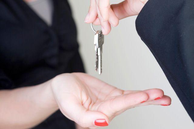 Ключ от квартиры судья не получил.