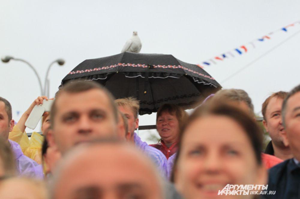 Посмотреть на открытие Игр хотелось даже голубям.