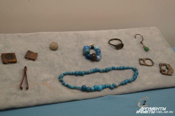Украшения первых сибирячек, найденные в Мангазее, Западная Сибирь.