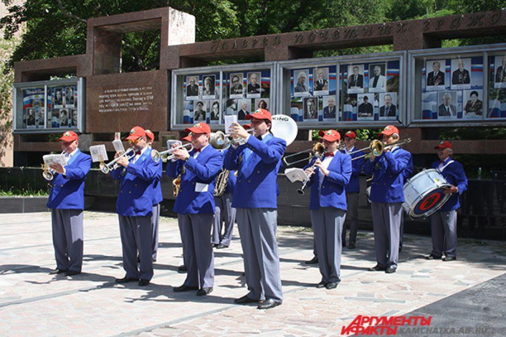 Для гостей выступил камчатский оркестр.