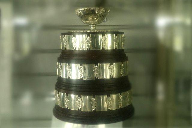 Кубок Дэвиса уже выставлен для осмотра.