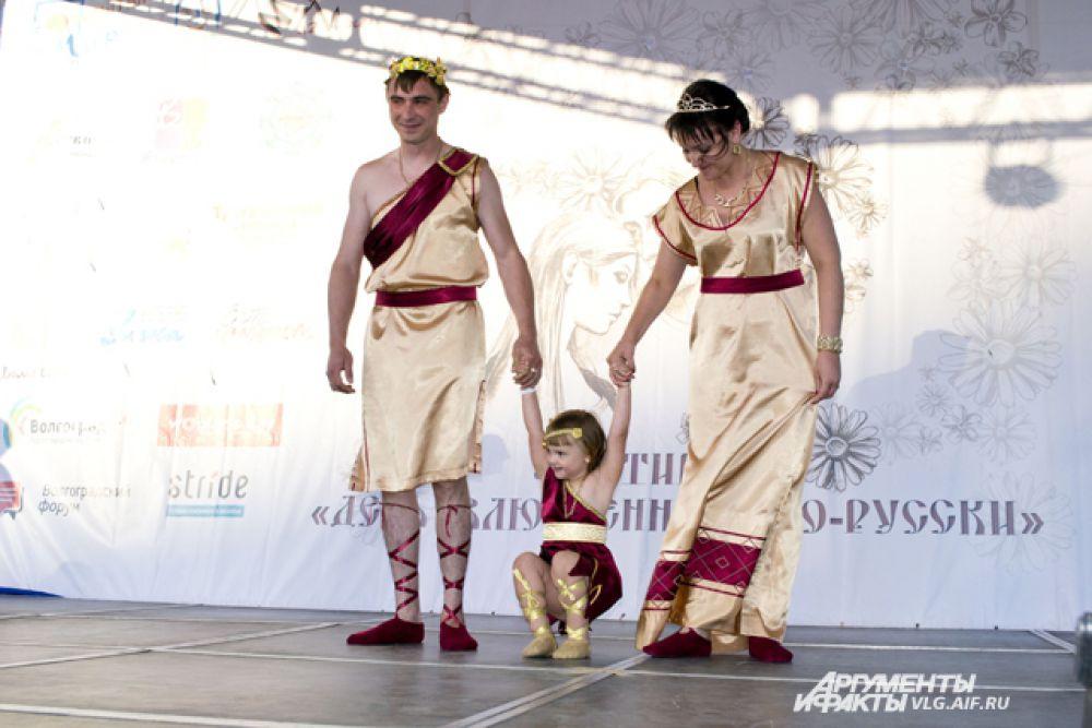 «Греческий микс», Вероника Касьяненко с родителями.