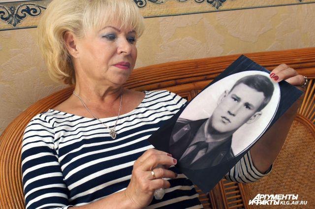 Надежда Ловчикова даже спустя 40 лет продолжает любить своего Пашку.