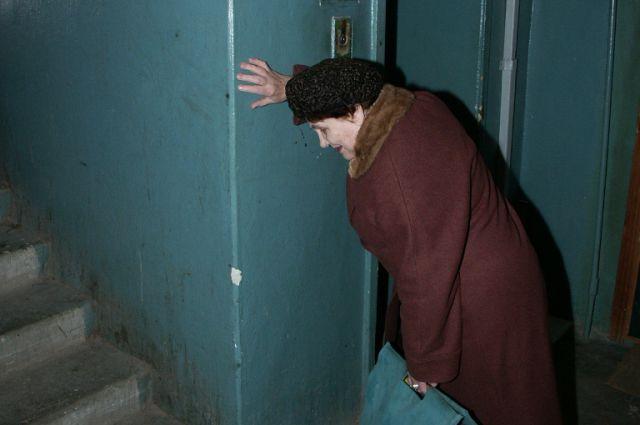 Власти Екатеринбурга обещают заменить в 2015 году 14 лифтов