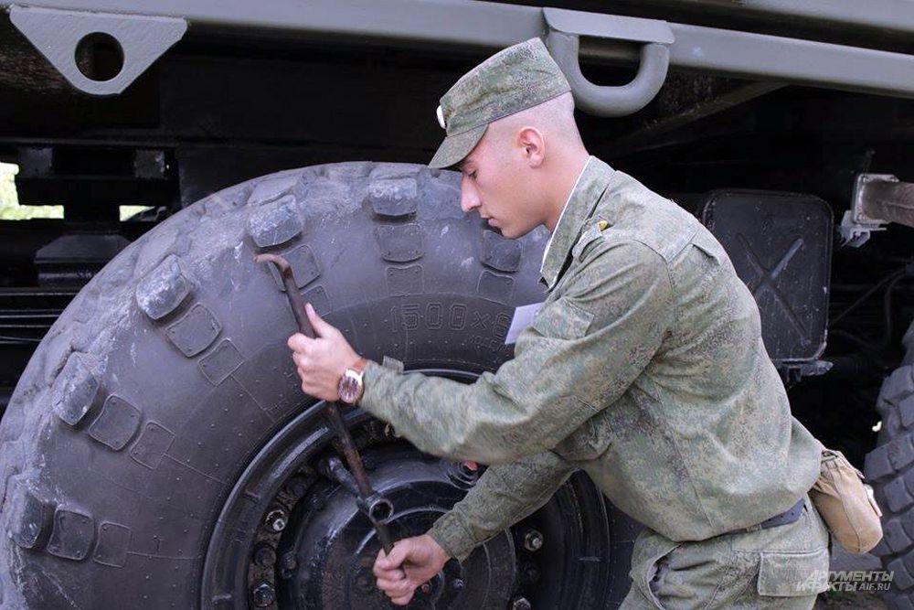 Отработка замены колеса на ракетном комплексе «Тополь-М».