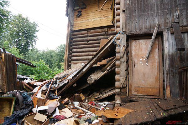В центре города обвалилось еще одно здание.