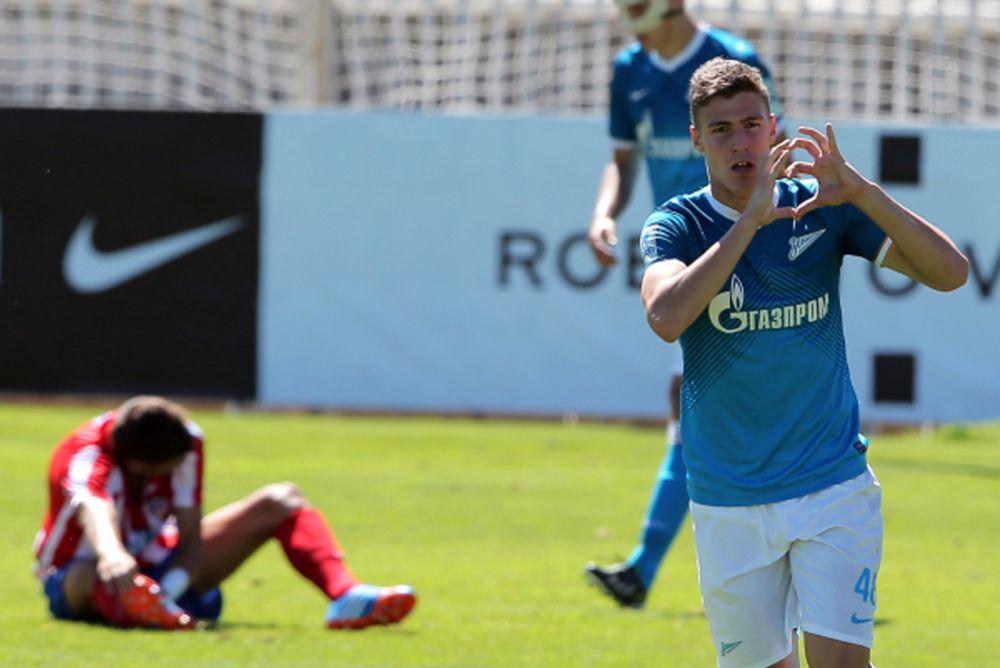 Алексей Гасилин – первой командой Алексея стала петербургская «Смена». 26 мая 2013 года дебютировал в основном составе «Зенита» в матче 30-го тура чемпионата России против «Амкара», выйдя на замену на 46-й минуте вместо Александра Кержакова.