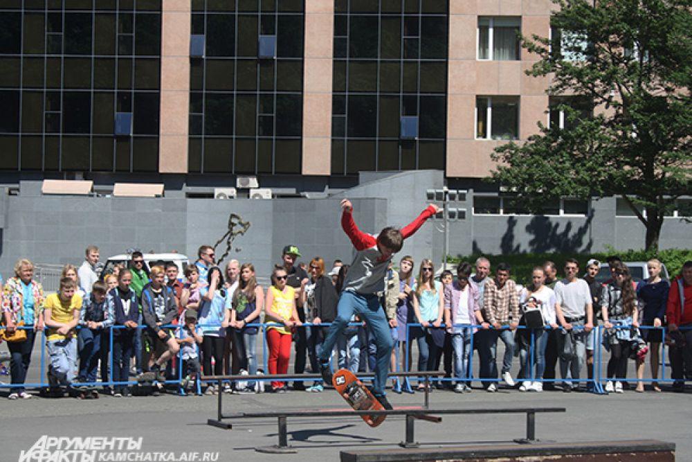 Успешные прыжки собравшаяся публика поддерживала аплодисментами.