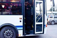 Водитель автобуса был вынужден резко затормозить.