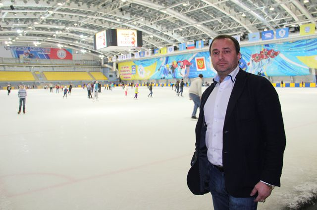 Эдуард Шабалин на ледовой арене Дворца спорта