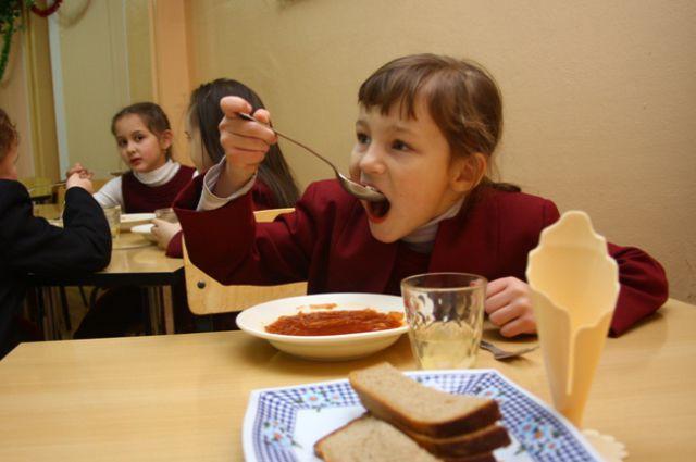 Дети в школах Екатеринбурга будут есть на 55 рублей в день