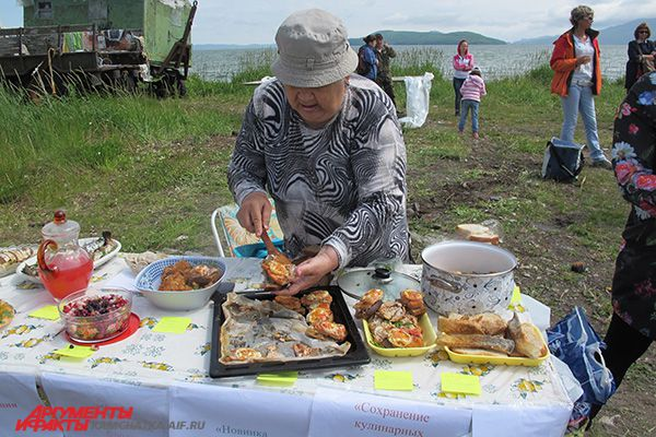 Гостей праздника бесплатно угощали чаем из камчатских дикоросов и ухой из лосося.