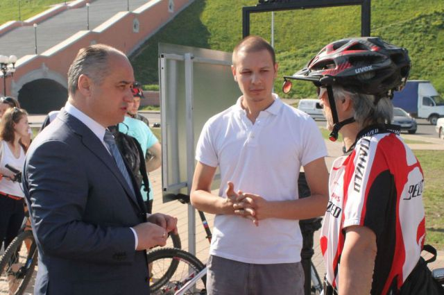 Леонид Якунин (в центре): на велосипедах ездят социально ответственные нижегородцы.