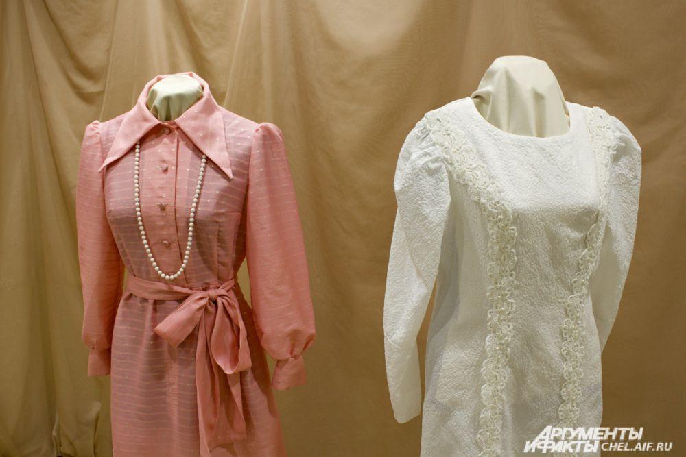В 60-е годы ХХ века невесты предпочитали закрытые платья, и не обязательно белого цвета.