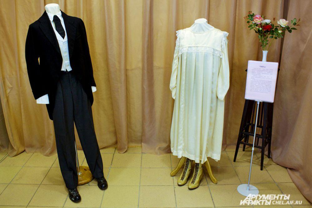 «Городские» свадебные наряды начала ХХ века. Мода на них приходила из Европы, главным образом из Франции. Для отделки платья чаще всего использовались кружева.