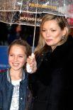 Кейт Мосс и дочь Лила Грейс Мосс.