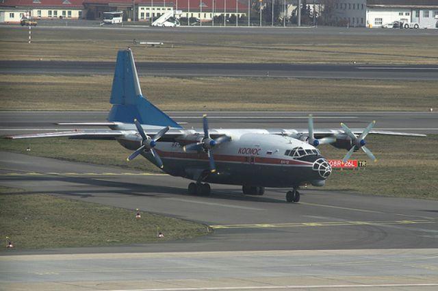 Военный самолет Ан-12.