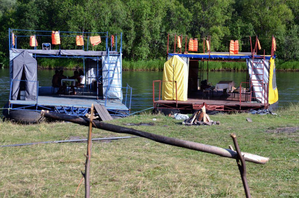 Плоты, курсирующие по реке Мана, готовы принять пассажиров