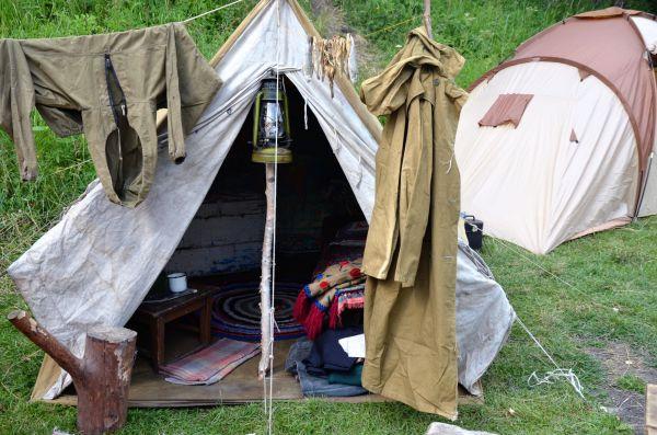 Имитация палатки плотовода 1960-х годов