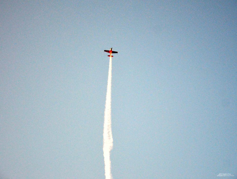 """""""Колокол"""" - фигура высшего пилотажа, когда самолет достигает нулевой скорости и зависает в небе"""