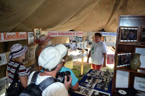 Передвижной музей Высоцкого в палатке
