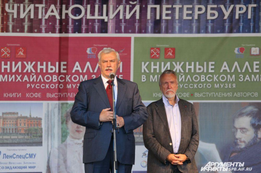 Участников и гостей «Книжных аллей» приветствовали губернатор Георгий Полтавченко, директор Русского музея Владимир Гусев, писатель Николай Коняев.