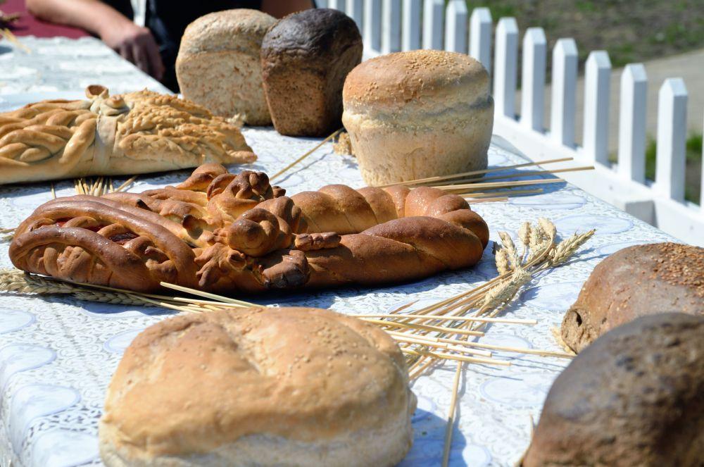 Национальный хлеб - с виду такой же как в магазине
