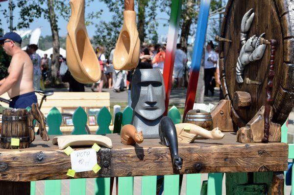 В «Городе мастеров» можно встретить даже мини-копию статуй острова Пасхи