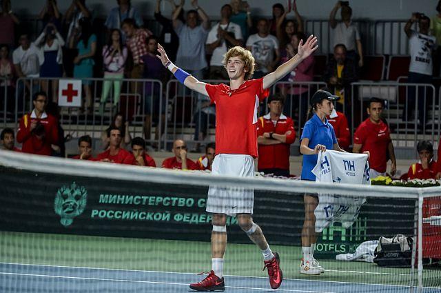 Андрей Рублёв ликует, одержав победу.