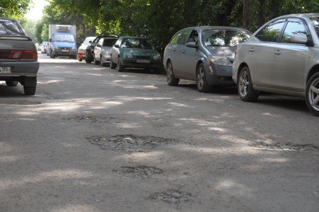 Дороги в Омске нуждаются в ремонте.