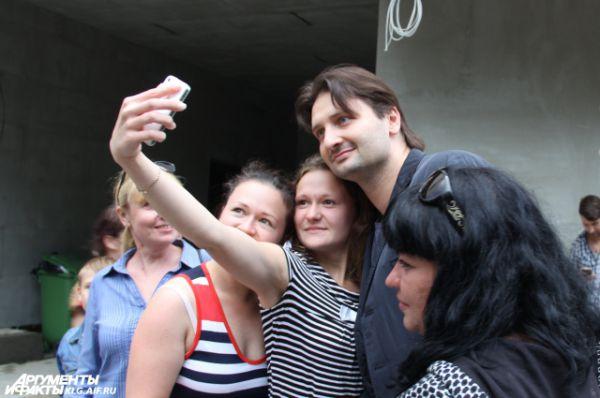 Владислав Третьяк, Эдгар Запашный (на фото) и Андрей Мерзликин прилетели в Светлогорск на день только ради съемок.