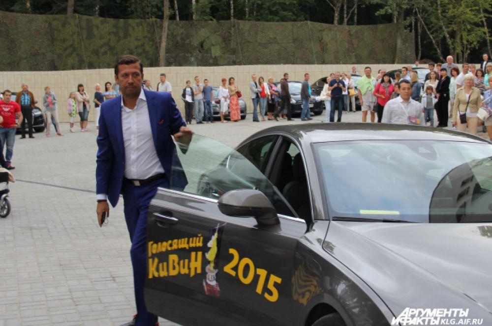 Актер Андрей Мерзликин неделю назад приезжал в Калининград на кинофестиваль «Время в кадре», где получил приз за лучшую мужскую роль в фильме «Зеленая карета». На фестиваль КВН он приехал одним из первых.