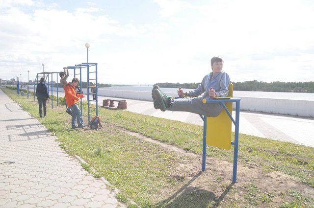 Омичи уже оценили тренажёры, установленные на Иртышской набережной.