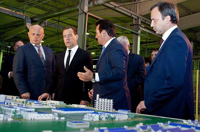 Глава правительства посетил омский завод «Полиом».