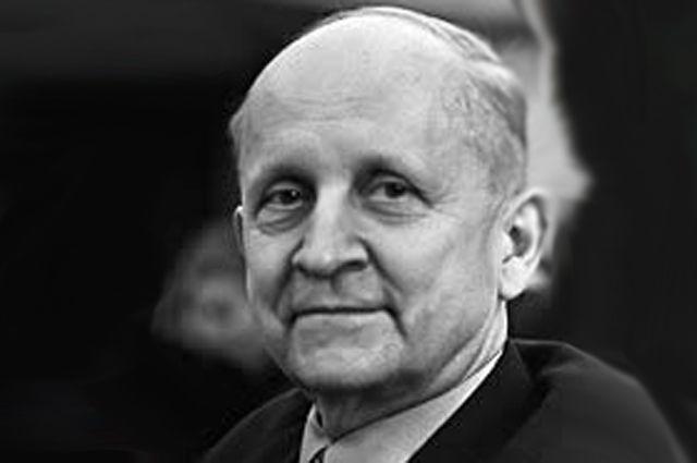 Павел Сухой.