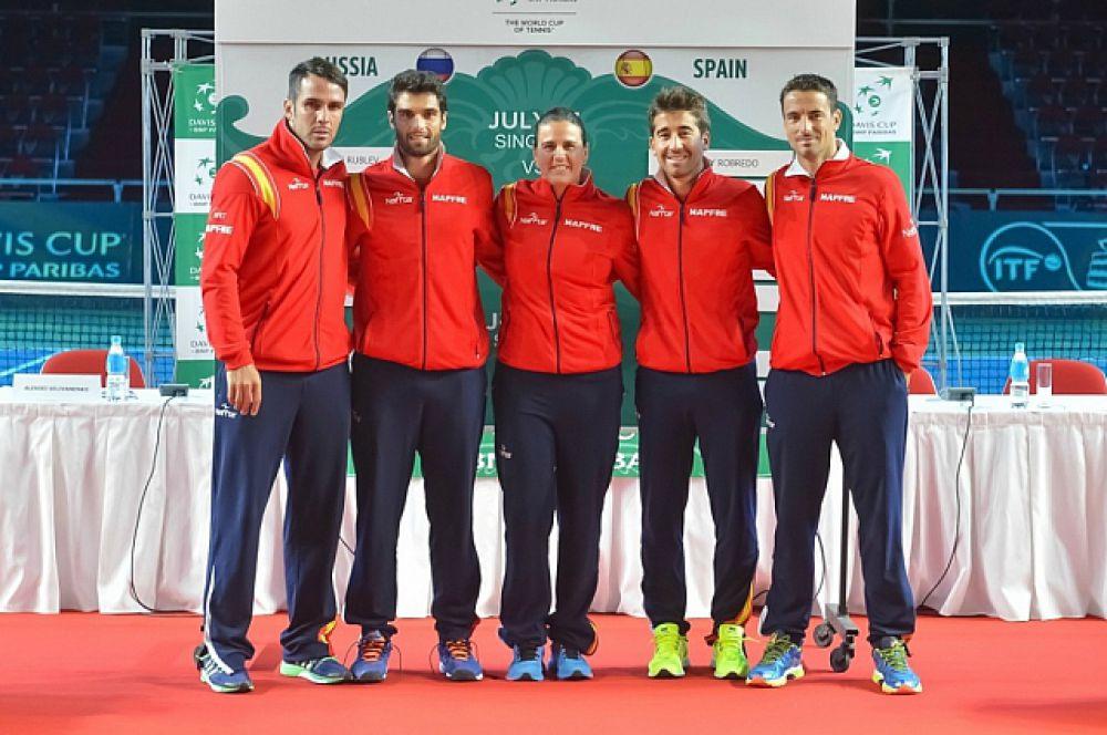 Испанская команда.