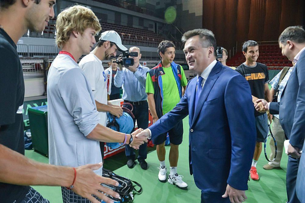 Губернатор приветствует спортсменов на приморской земле.