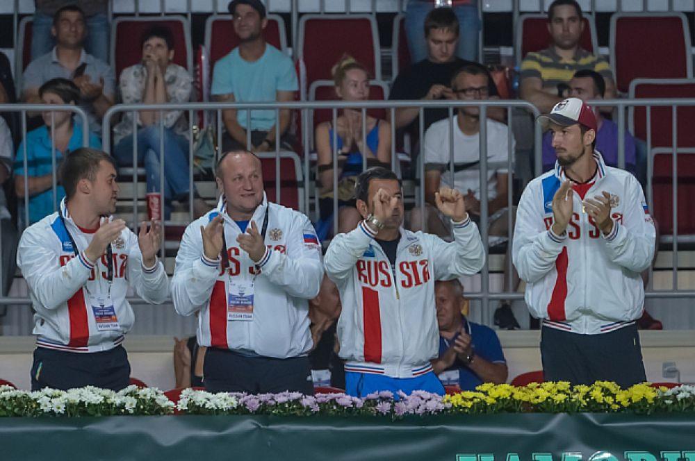 Российская сборная поздравляет победителей.