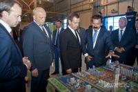 Дмитрий Медведев на омском заводе «Полиом».