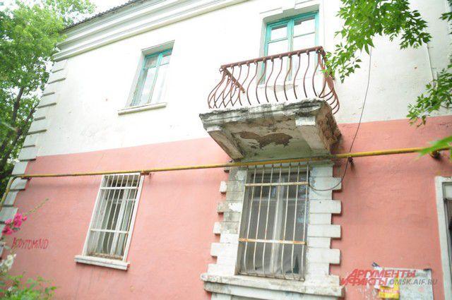 Дом нуждается в ремонте.