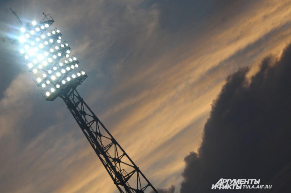 В этот вечер многие отвлекались от матча, чтобы полюбоваться красивым небом