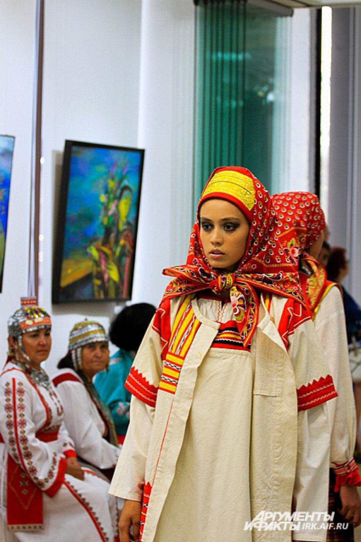 Коллекция в русском стиле поразила воображение зрителей.