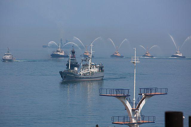 Водный праздник в честь Дня ВМФ.